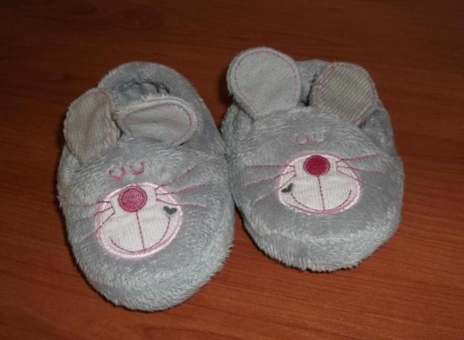 Пинетки-мышки ф.Mothercare. Постирала и забыла про них. Так не одели не разу(((( на ножку не больше 9.5см. На подошве розовые сердечки♥ )