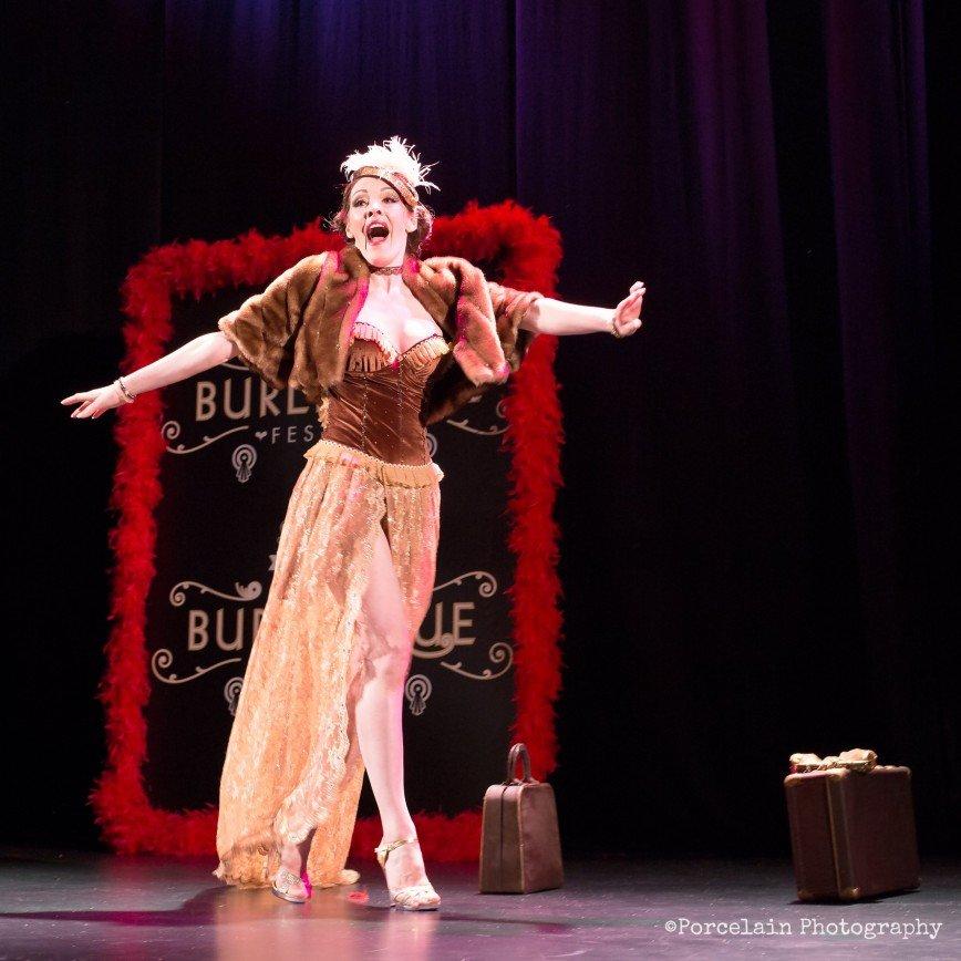 Мама не знает, в каком жанре я работаю: история Агнеты Линчевской, которая бросила все и стала эротично-аристократичной танцовщицей