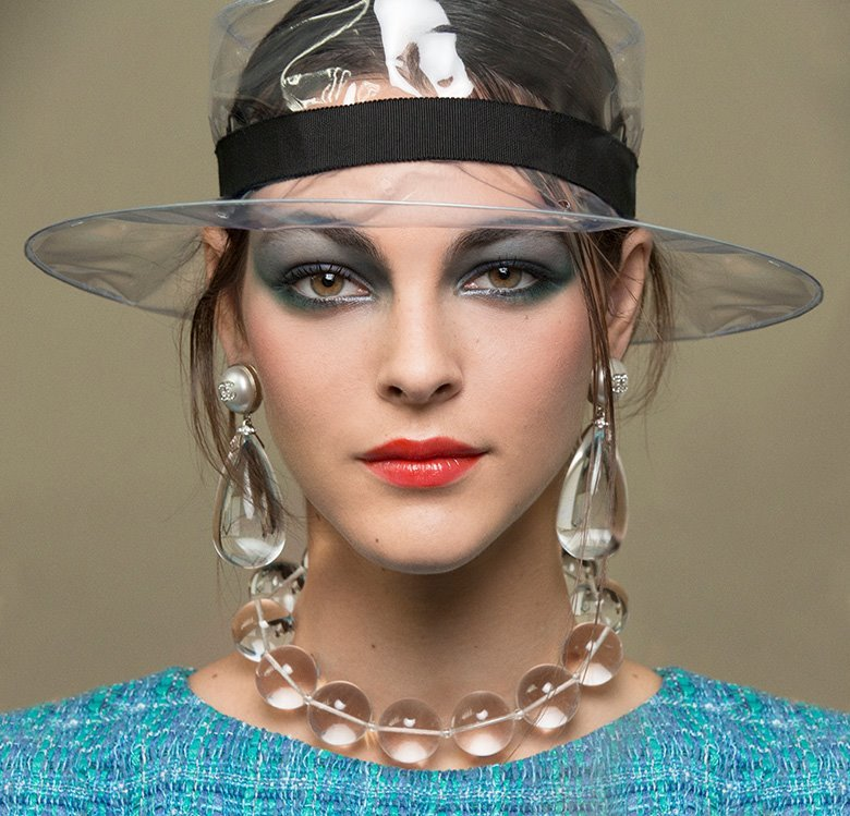 С пакетом на голове: что будет модно следующей весной