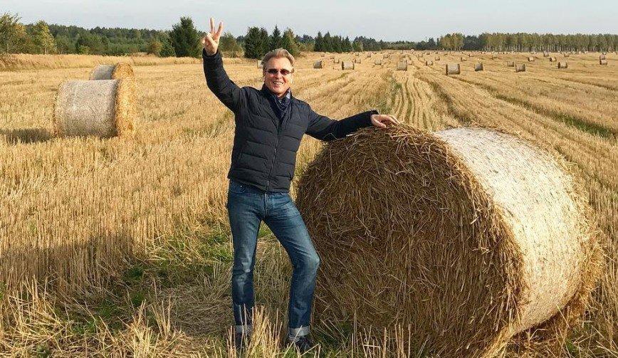 """""""С Малининым бы на сеновал"""": певец побывал в русских полях"""