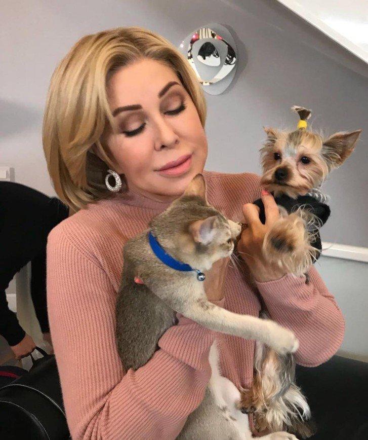 Собачья жизнь: Любовь Успенскую сняли с самолета из-за йорк-терьера
