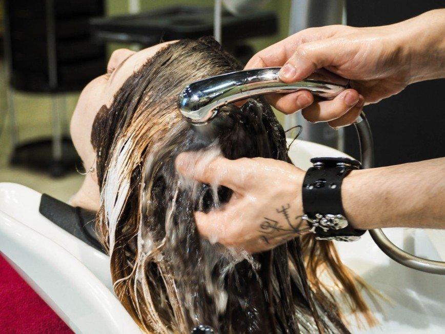 К отпуску готовы: советы стилиста, как защитить волосы от солнца, ветра и соленой воды