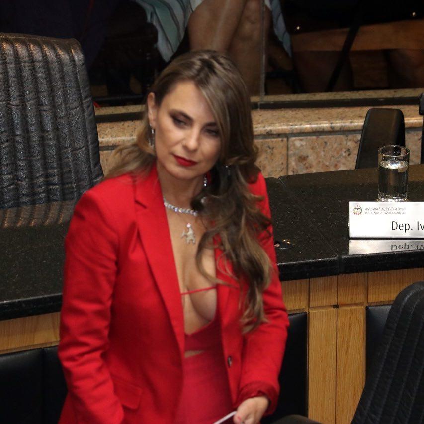 «Гыгыгы, прикройтесь!» Как учительница из Барнаула и сенатор из Бразилии взбудоражили мужчин пикантными фото