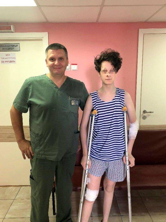 """""""Осторожно, двери закрываются!"""": столичные врачи спасли юношу, сломавшего в метро ногу"""