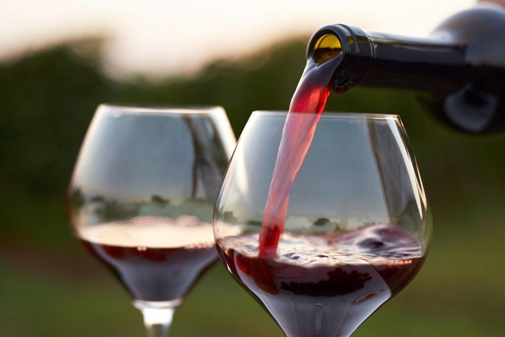 Мое сердце за мерло! Кардиохирург рассказал, что будет, если каждый день пить красное вино
