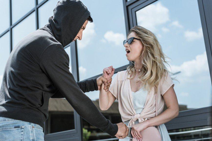 Стой, он опасен: как не попасть в лапы монстра на сайте знакомств