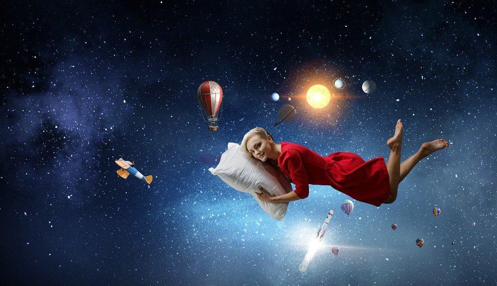 Полеты во сне и наяву: почему мы резко вздрагиваем, когда засыпаем