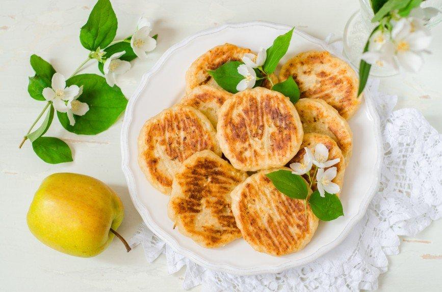 Нежные, пышные, ароматные: три рецепта идеальных сырников