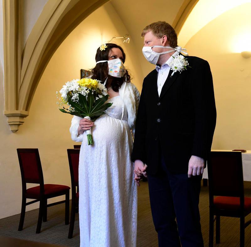 Как носить маски и респираторы, чтобы не травмировать кожу