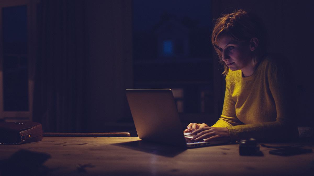 Сталкинг в социальных сетях: почему вы не можете перестать следить за бывшими и как избавиться от этой привычки