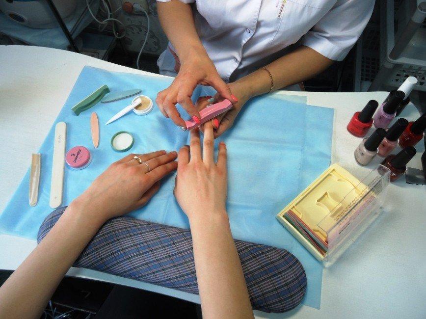 Не ломаются и не слоятся: 4 процедуры, которые восстановят даже самые убитые ногти