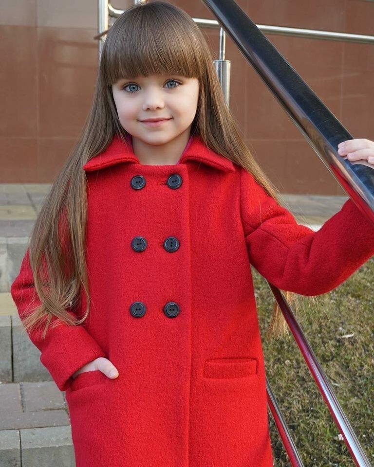 Как стильно одеть ребенка осенью? 7 образов от самой красивой девочки в мире Насти Князевой (еще не взрослых, но уже не детских)