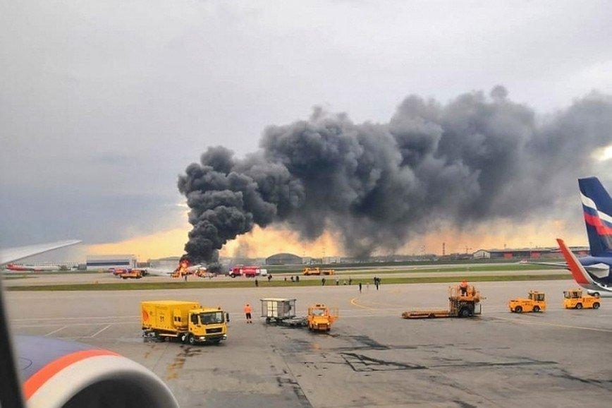 Власти Мурманской области объявили трехдневный траур по 41 погибшему в авиакатастрофе в Шереметьево