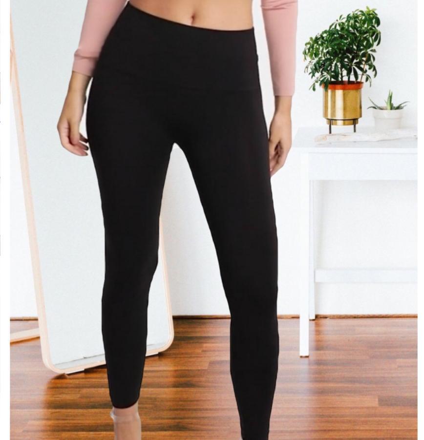 Новые утепленные лосины, черные, с карманами сзади, как джегинсы,плотные, но мягкие и хорошо тянутся за 1000р