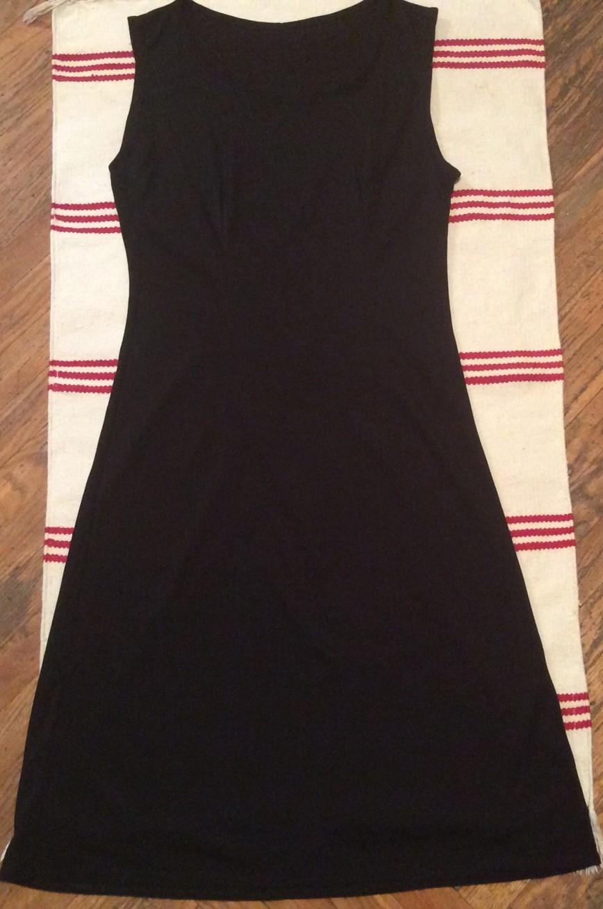 Маленькое черное платье из нежного трикотажа  42-44 за 600р( новое)