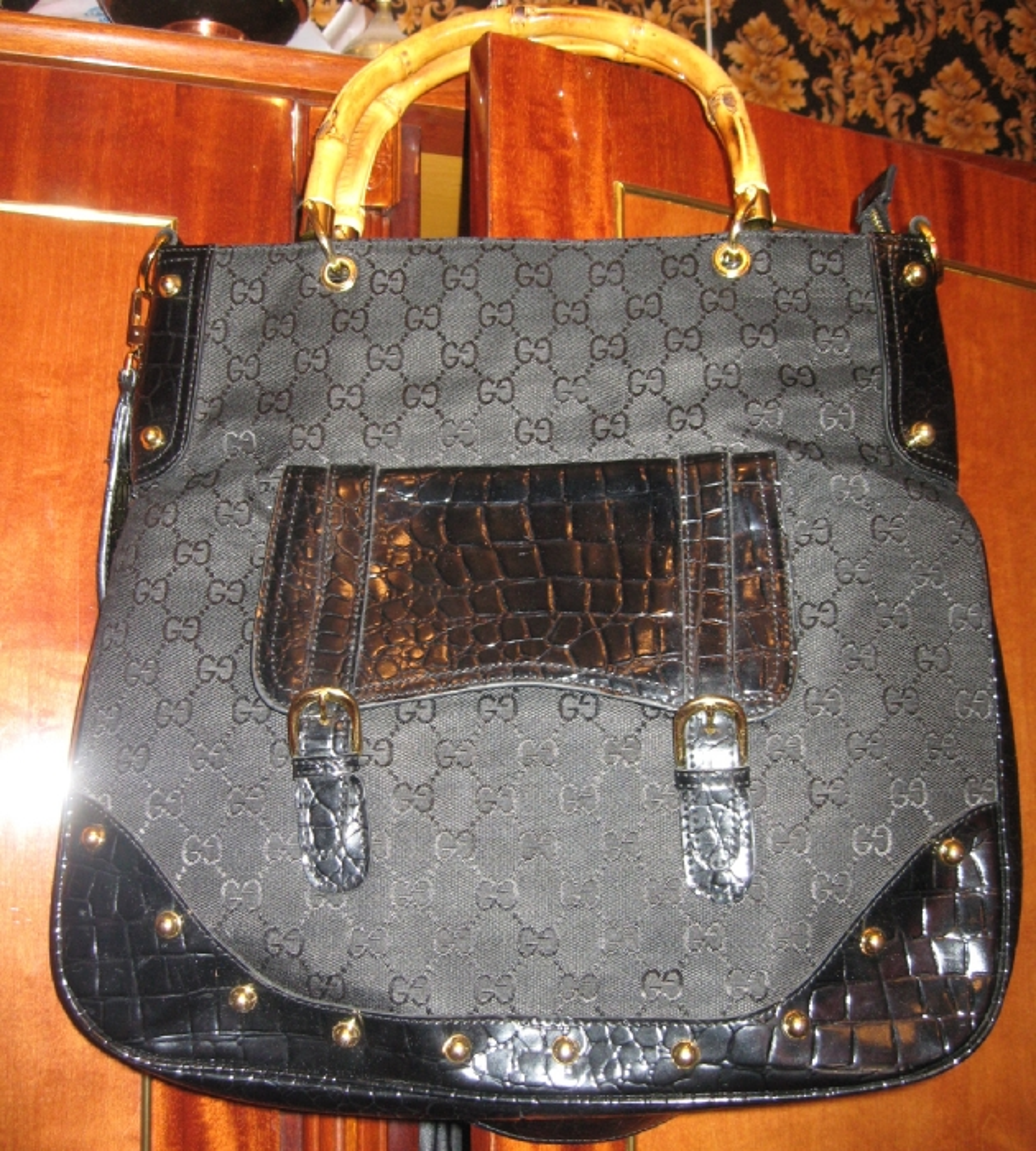 Черная сумка гуччи с бамбуковой ручкой