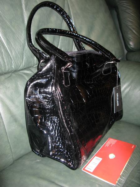 Как разгладить лакированную сумку