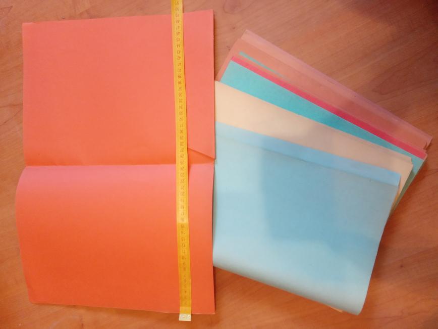Цветной картон, в виде папок , в сложенном виде 25 на 33 см