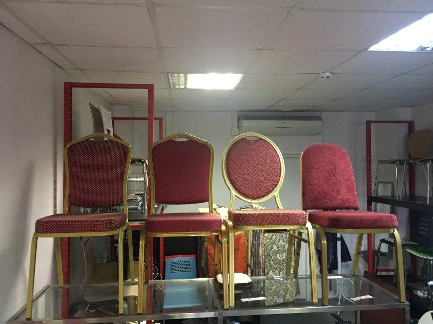 Автор: zoya anka, Фотозал: Мой дом, Новые стулья, выставочные образцы. Металлический каркас, цвет золото. Обивка ткань! Цена 800 рублей.