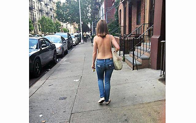 Жительницам Нью-Йорка разрешили ходить по городу топлесс