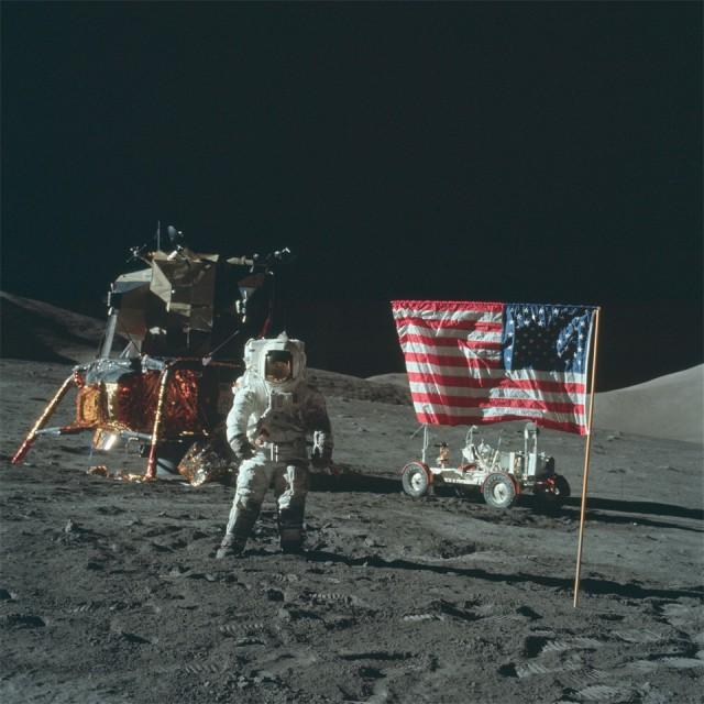 Теория Лунного заговора: Новые фотографии высадки американцев на луну добавят аргументов «за» и «против»