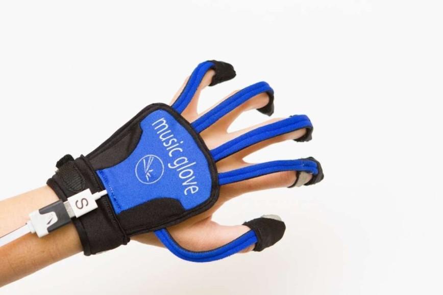 Музыкальные перчатки помогут людям восстановиться после инсульта