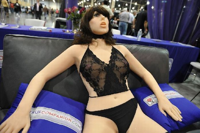 Первым в мире секс роботом