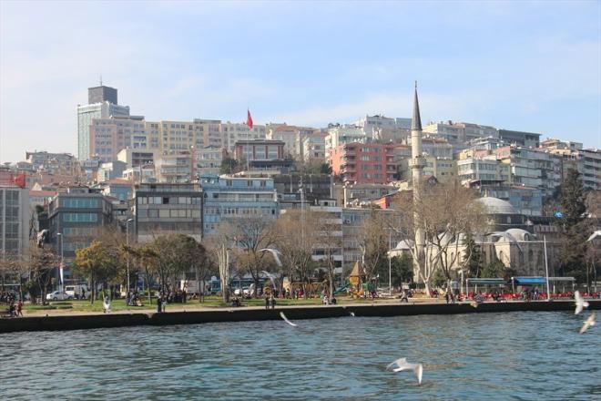Быть в Стамбуле и не прокатиться по Босфору невозможно. Вот она - граница Европы и Азии.