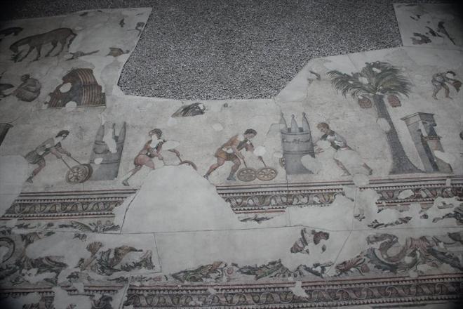 Эта мозаика, скорее всего, была полом во дворце.
