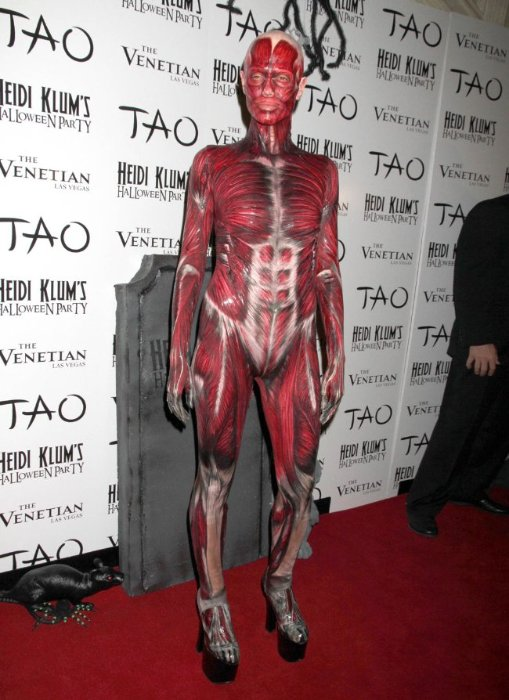 Шокирующие костюмы Хайди Клум для Хэллоуина