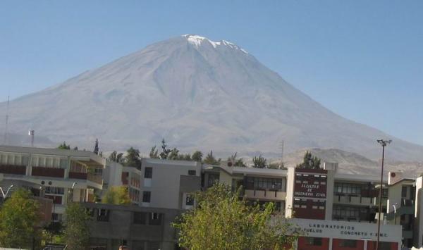 с крыши - университет и вулкан