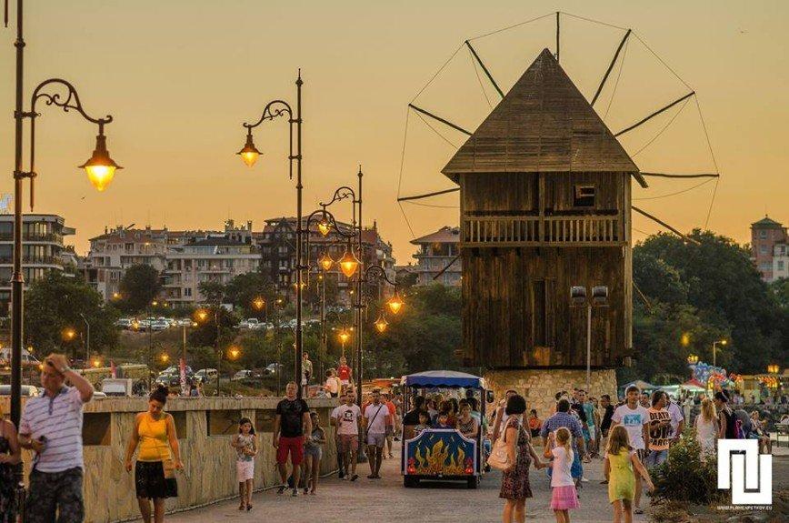 Автор: Елена Евстигнеева, Фотозал: Мой отпуск, Ветряная мельница- символ несебра, Болгария. Приезжайте, размещу.