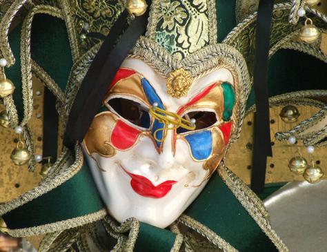 Венецианские маски своими руками: Традиционно маски изготавливались из кожи и папье-маше, а в настоящее время материалом для основы также служит пластик (пластиковые основы можно