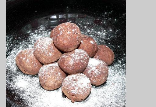 Диета Дюкана: рецепты: <b>Бельгийские трюфели</b>  <br><br>  - 4 ч.л. обезжиренного какао (плюс ещё немного, чтобы обсыпать трюфели),<br>  - 1 ст.л.