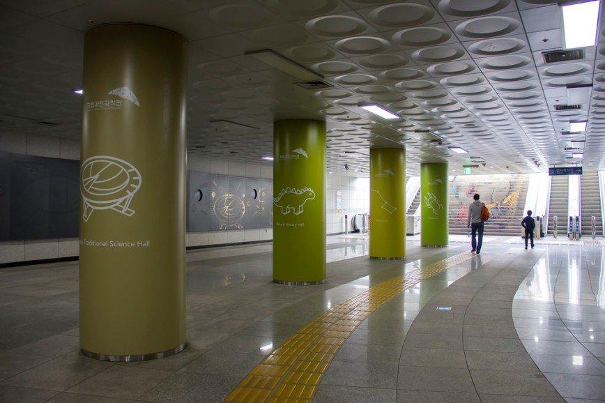 Автор: Розабельверде, Фотозал: Туристические зарисовки, Выход из метро к музею науки.