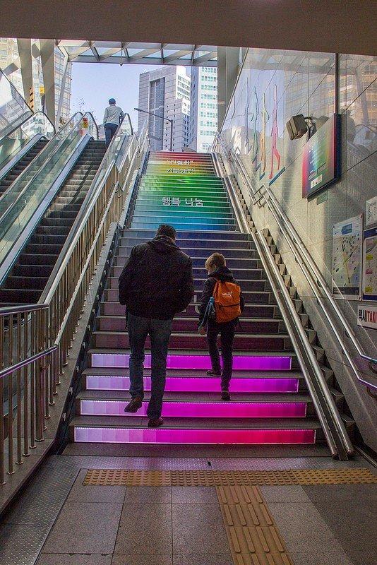 Автор: Розабельверде, Фотозал: Туристические зарисовки, Цветолестница на выходе 1 станции метро Чамсил.