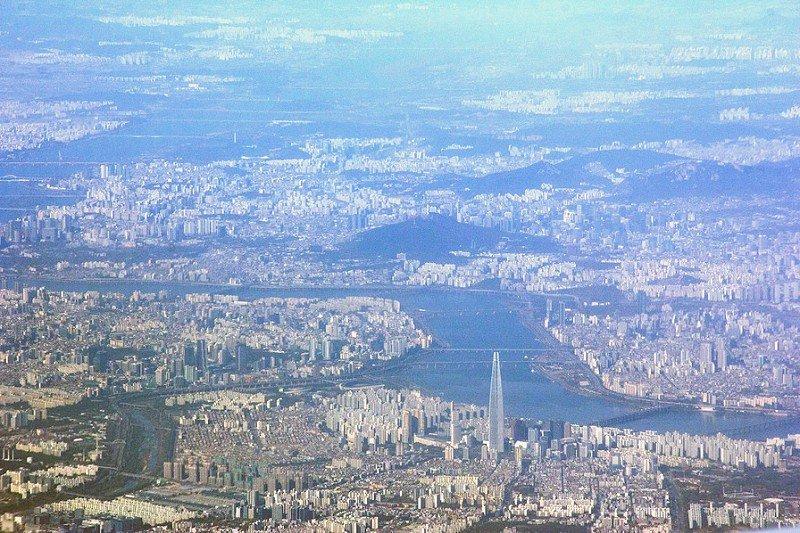 Автор: Розабельверде, Фотозал: Туристические зарисовки, Сеул с самолета. Игла Lotte World Tower высотой полкилометра.