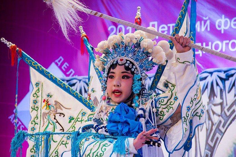 Автор: Розабельверде, Фотозал: Туристические зарисовки, Музыкальный номер в стиле пекинской оперы на одном из концертов фестиваля рассказывал о четырех временах года. Это зима.