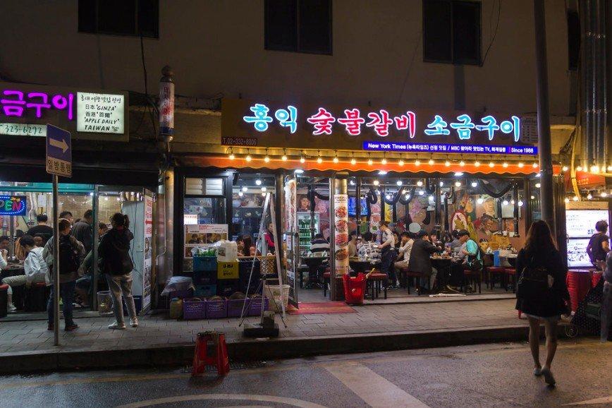 """Автор: Розабельверде, Фотозал: Туристические зарисовки, Хондэ - молодежный район в Сеуле. В правом ресторанчике снимали некоторые сцены дорамы """"Фея тяжелой атлетики"""""""
