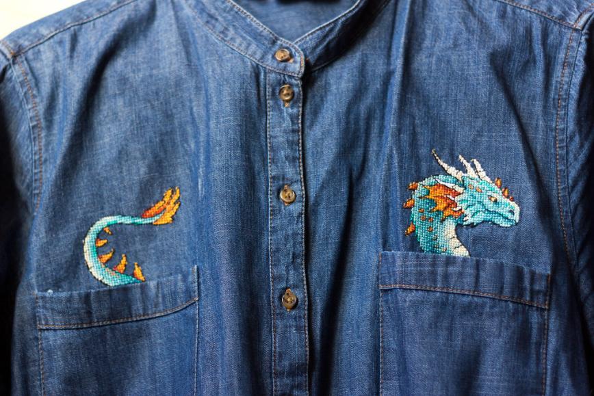 """Автор: Розабельверде, Фотозал: Мое хобби, Дракон из серии """"Вышивка на одежде"""" от МП-Студия вышит на джинсовой рубахе."""
