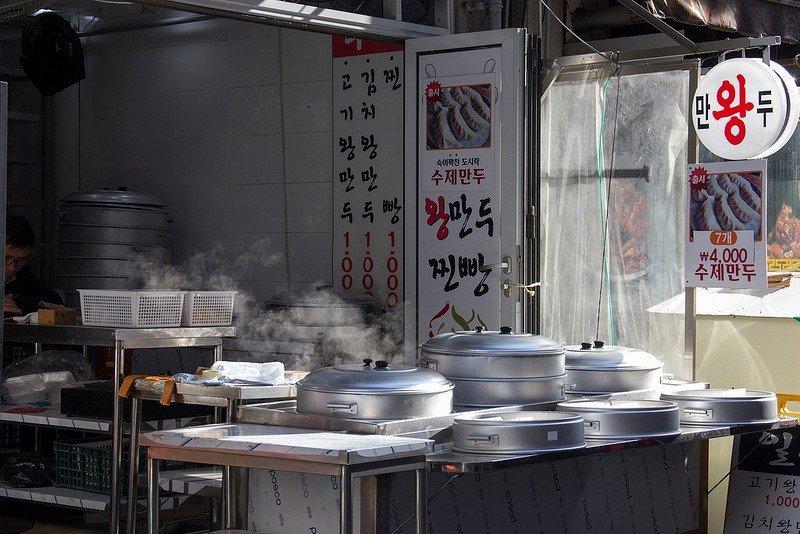 Автор: Розабельверде, Фотозал: Туристические зарисовки, Пельменная. ;) Манду - это корейские пельмени или даже ближе к нашим вареникам. Начинки разные - мясные, овощные, смешанные.
