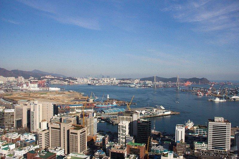 Автор: Розабельверде, Фотозал: Туристические зарисовки, Вид с башни на Пусанскую гавань с крупнейшим в Корее портом, он же один из крупнейших в мире (5 место по объему контейнерных перевозок).