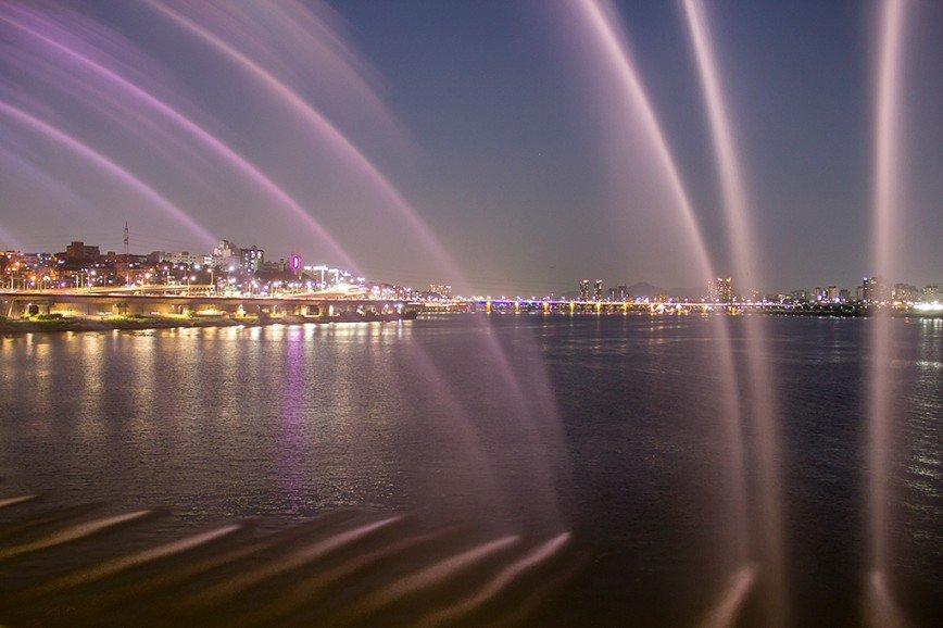 Автор: Розабельверде, Фотозал: Туристические зарисовки, Радужный фонтан на мосту Панпхо в Сеуле.
