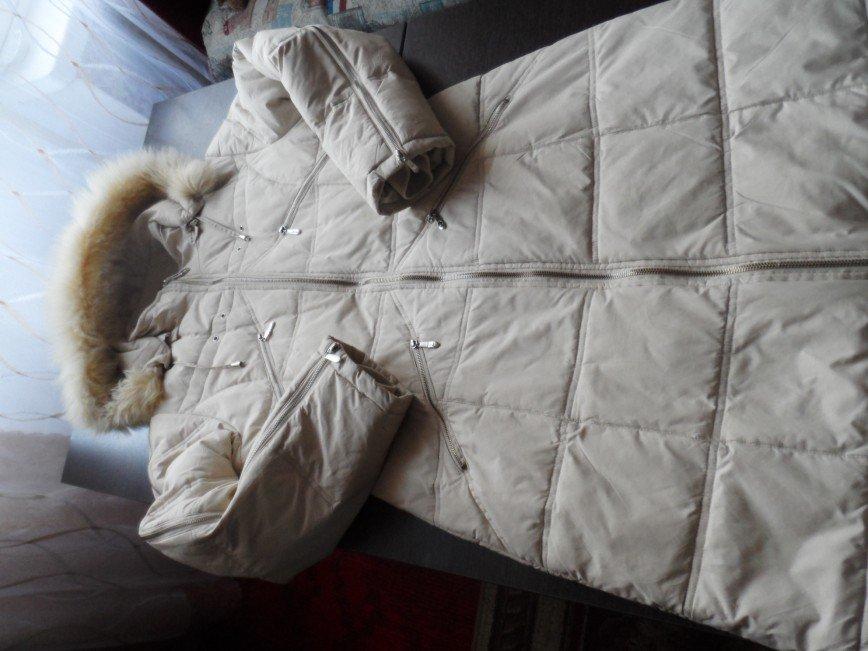 Пальто- пуховик 44-165 светлый. длина по спинке 92 см. рукав 60 см. с капюшоном. цена 1500=
