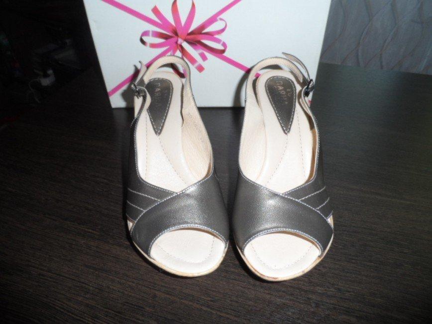 Туфли летние размер 38 по стопе 24.5 см.НОВЫЕ Фирма Паяна, цвет- светлая бронза, кожа, каблук 9 см. цена 1000=