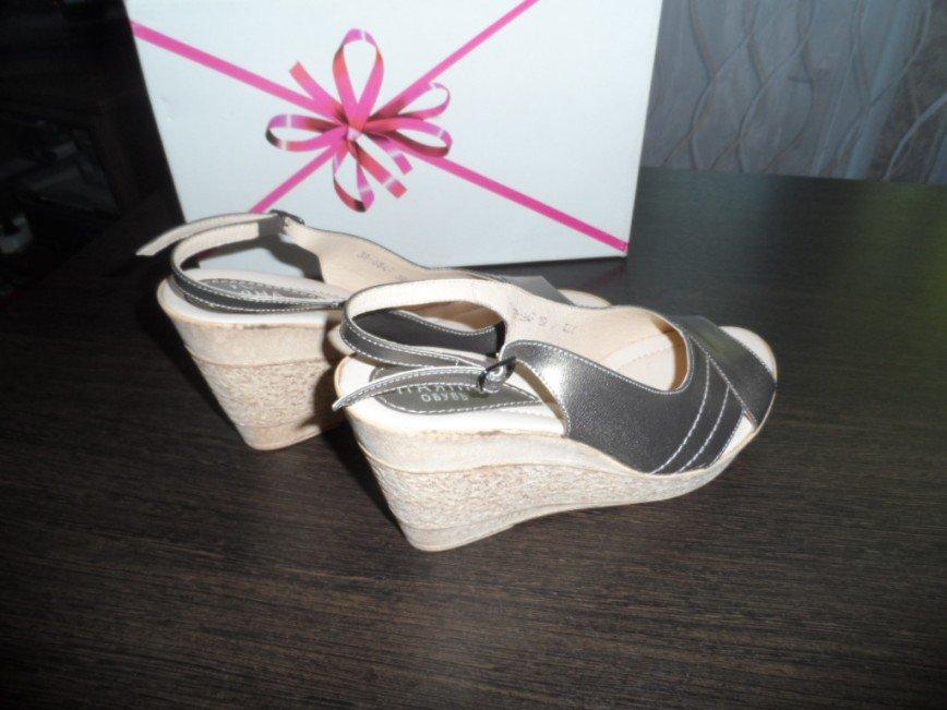 Туфли летние размер 38 по стопе 24.5 см.НОВЫЕ. Фирма Паяна, цвет- светлая бронза, кожа, каблук 9 см. цена 1000=