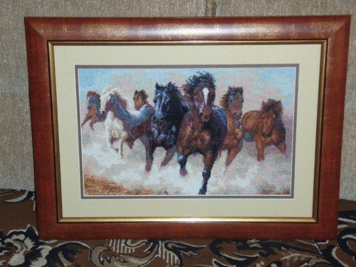 """""""Лошади"""", вышивались больше года."""