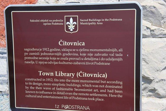 Мы жили в местечке Подстрана, у подножия горы. Если поднятся на самый верх этой горы - попадаешь в Верхнюю Подстрану, где с давних времен находится городская библиотека. Место там потрясающее!