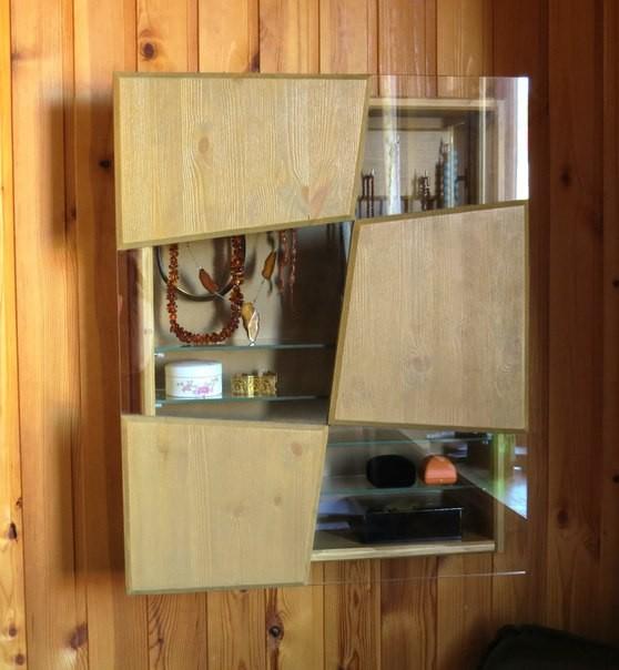 шкаф для бижу : дерево и стекло