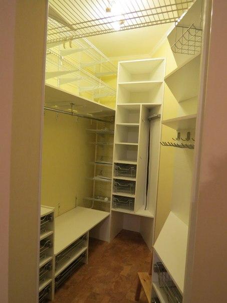 гардеробная в очень маленьком помещении